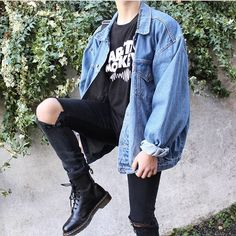 Jeans coat with Dr. Marteen and skinny trousers Aesthetic Grunge Outfit, Aesthetic Fashion, Look Fashion, Aesthetic Clothes, Grunge Fashion, Retro Outfits, Grunge Outfits, Trendy Outfits, Vintage Outfits