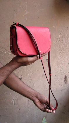 Coral Little Stefanie, Chiaroscuro, India, Pure Leather, Handbag, Bag, Workshop Made, Leather, Bags, Handmade, Artisanal, Leather Work, Leather Workshop, Fashion, Women's Fashion, Women's Accessories, Accessories, Handcrafted, Made In India, Chiaroscuro Bags - 5