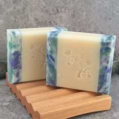 Alaiyna B. Bath and Body: Photo Tutorial for Cold Process Soap with Side Embeds. Visual guide for creating this beautiful soap. #soaptutorial #soap