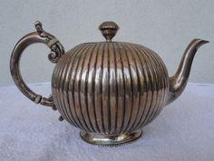 Online veilinghuis Catawiki: Egoist style teapot in silver, London 1863