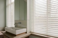 Wenn die Sonne unsere Wohnräume flutet bieten Rollos, Vorhänge und ähnliches ein elegantes Mittel um abzudunkeln. Lesen Sie mehr über meine Empfehlungen.