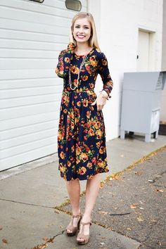 Navy Floral Pleated Pocketed Dress  Size: Large http://ift.tt/2j1KIJn