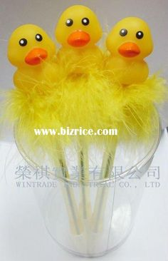 now that's a feather pen! Fancy Pens, Rubber Duck, Tweety, Creative Ideas, Feather, Toys, Character, Art, Diy Creative Ideas