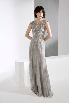 Jenny Packham Fall 2018 Ready-to-Wear Fashion Show Collection: See the complete Jenny Packham Fall 2018 Ready-to-Wear collection. Look 3 Jenny Packham, Fashion 2018, Runway Fashion, Fall Fashion Trends, Fashion Show Collection, Beautiful Gowns, Dream Dress, Nice Dresses, Women's Dresses