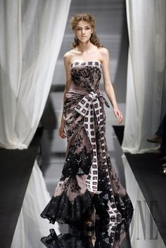 Zuhair Murad - Couture - Fall-winter 2007-2008 - http://www.flip-zone.net/fashion/couture-1/fashion-houses/zuhair-murad,187