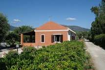 Villas In Italy, Shed, Outdoor Structures, Cabin, Homes, House Styles, Holiday, Home Decor, Homemade Home Decor