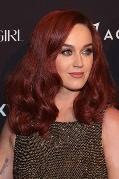 Katy Perry looking like Scully meets Jessica Rabbit. Katy Perry, Hair Color 2016, Auburn Red Hair, Fall Hair Cuts, Red Curls, Strawberry Blonde, New Hair, Hair Inspiration, Short Hair Styles