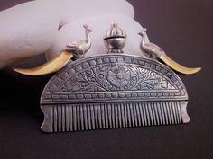 Antiguo peine de plata y oro.