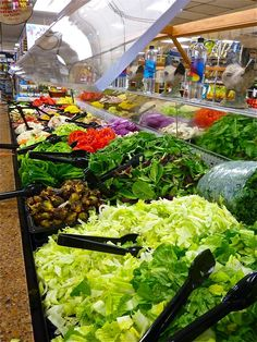 You Won't Believe This Amazing Salad Bar at Lambert's in Westwood, Massachusetts Best Restaurant Salads, Salad Bar Restaurants, Restaurant Bar, Salad Buffet, Salad Box, Zero Waste Grocery Store, Fresco, Catering Food Displays, Breakfast Cafe
