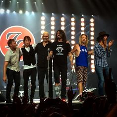 Foo Fighters - Honda Center - Anaheim, CA on 10/17/2015 - 800 photos, pictures and videos on CrowdAlbum