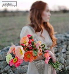 My Bridal Fashion Guide to Wedding Bouquet & Flowers Mod Wedding, Floral Wedding, Wedding Bouquets, Wedding Flowers, Poppy Bouquet, Pink Bouquet, Bouquet Flowers, Poppy Flowers, Bright Flowers