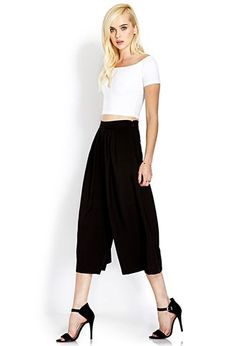 pleated culottes, a crop top and heels for spring. I want this whoole outfit!