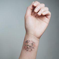 """"""" . 보고 싶어서 . #tattoo#tattooist#tattooistsol#솔타투#lettering#soltattoo#color#colortattoo#꽃타투#flowertattoo#flower#꽃#equilattera…"""""""