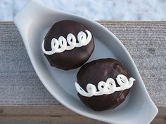 I'll admit I'm a sucker for a Hostess Cupcake.. Home made is just that much more perfect! And they're easy to make, check out how easy!