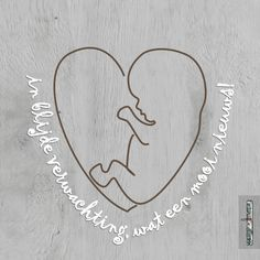 Verweven hart-kindje en tekst op hout 1 Miscarriage Tattoo, Bullet Journal Hand Lettering, Baby Drawing, Patch Aplique, Diy Letters, Baby Album, Silhouette Cameo Projects, Practical Gifts, Baby Scrapbook