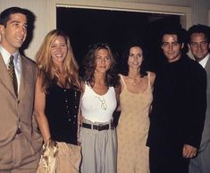 Image shared by Isabella. Find images and videos about friends on We Heart It - the app to get lost in what you love. Friends Cast, Friends Moments, Friends Tv Show, Friends Forever, Phoebe Buffay, Ross Geller, Rachel Green, Chandler Bing, Friends Poster