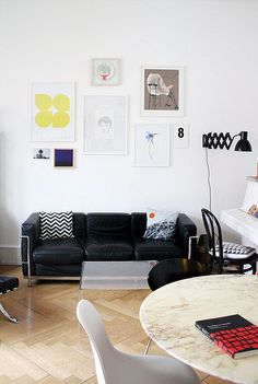 16 best Poster Wohnzimmer   poster living room images on Pinterest     Verschiedene Poster im Wohnzimmer   Three Seater Sofa in black leather    the perfect sofa