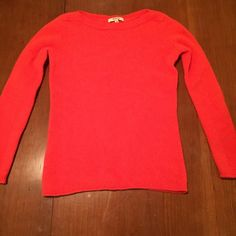 MADEWELL Orange Sweater Size XS MADEWELL is hot right now and it's cold outside! Warm up with this bold orange sweater. Size XS. Like new condition. Can't beat this deal! Madewell Sweaters Crew & Scoop Necks