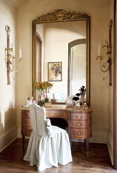 I love dressing tables.