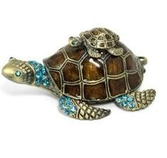 I HAVE THIS BUT IN GREEN<3 NO ONE WILL EVER KNOW WHAT THIS TRINKET MEANS TO ME.    Sea Turtle Trinket Box