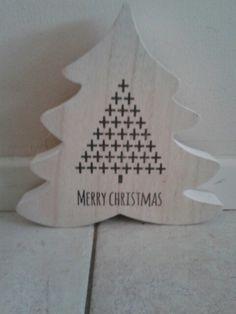 Dik houten kerstboom met tekst