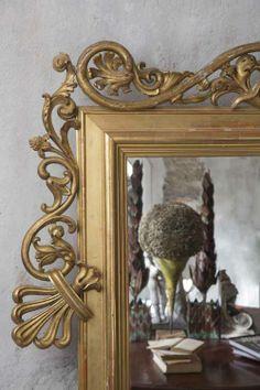 old mirror in my house living room interior designer monicadamonte www.monicadamonte.com coriere della sera io donna