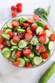 Cucumber Salad Tomato Cucumber Avocado Salad is the perfect easy and healthy side dish for your summer BBQ! Cucumber Avocado Salad, Cucumber Recipes, Healthy Salad Recipes, Cucumber Salad Vinegar, Savory Salads, Healthy Food, Tomatoe Cucumber Onion Salad, Food Recipes Summer, Fresh Basil Recipes