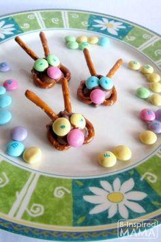 10 Adorable Kid-Friendly Easter Treats — Bunny Pretzel Treats Making the pretzel bunnies for our LRBBC bake sale! Cute Easter Bunny, Hoppy Easter, Pretzel Treats, For Elise, Easter Treats, Easter Food, Easter Snacks, Easter Decor, Easter Centerpiece
