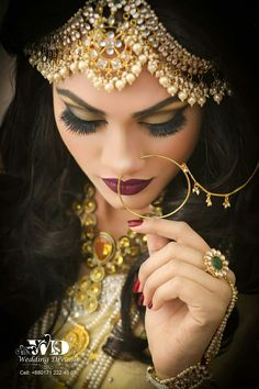 Mangtika should be like this Bridal Makeup Looks, Indian Bridal Makeup, Bridal Hair And Makeup, Pakistani Bridal Jewelry, Bollywood Jewelry, Indian Bridal Photos, Indian Bridal Outfits, Black And Silver Eye Makeup, Middle Eastern Makeup