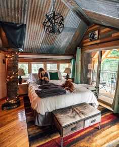 Top 6 Modern Cabin Houses We've Seen This Season - - We have selected 6 modern cabin houses to show you how to arrange a space close to nature and comfortable at the same time. Tiny House Cabin, Cabin Homes, Log Cabin Houses, Cob Houses, Rustic Wooden Bed, Home Modern, Modern Cabin Interior, Small Cabin Interiors, Rustic Interiors