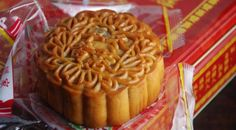 How to make #Mooncake, a traditional #Chinese food. Step by step #recipe - http://www.finedininglovers.com/recipes/dessert/chinese-food-mooncake-recipe/