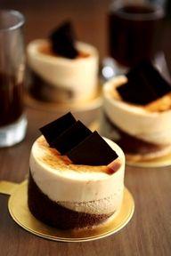 Café caramel small cakes
