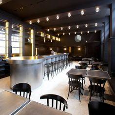Bar Volkshaus Basel, na Suiça. Projeto de Herzog & de Meuron. #bar #bares #cafe #coffee #cafes #encontro #meeting #encontros #interior #interiores #artes #arts #art #arte #decor #decoração #architecturelover #architecture #arquitetura #design #projetocompartilhar #davidguerra #shareproject #volkshaus #basel #suica #switzerland #europa #europe #herzog #herzog&demeuron