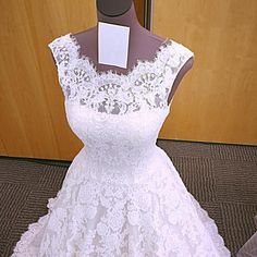 Item Description : A Glamorous Formal Lace DressWith Scoop Neckline And Cap Sleeves And Zipper back,perfect for prom,wedding,engagement ,formal or any other s