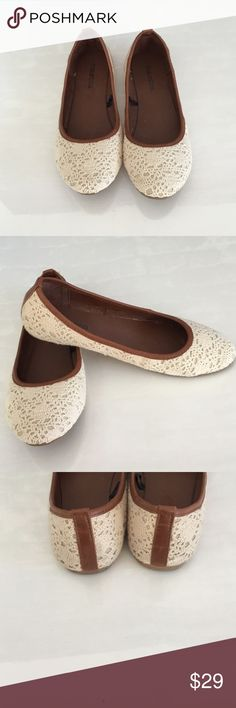 🚛SALE🚛Adorable Crochet Flats One once beautiful condition Maurices Shoes Flats & Loafers