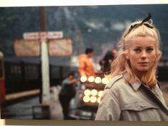 Les parapluies de Cherbourg - The umbrellas of Cherbourg Jacques Demy, Catherine Deneuve, Umbrellas Of Cherbourg, Movie Costumes, Series Movies, Good Movies, I Movie, Musicals, Idol