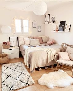dream rooms for adults ; dream rooms for women ; dream rooms for couples ; dream rooms for adults bedrooms ; dream rooms for girls teenagers Cute Room Decor, Teen Room Decor, Room Ideas Bedroom, Small Room Bedroom, Ikea Bedroom, Bedroom Inspo, Modern Bedroom, Apartment Bedroom Decor, Bedroom Wall
