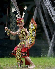 Batik Kebaya, Tribal Costume, Dance Poses, Girl Hijab, Ffa, Traditional Outfits, Culture, Tattoos For Women, Costumes