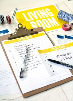 How to organize a move: lists and labels. Grab these free moving printables to get you started! A moving checklist, moving box labels, moving box inventory sheets and doorway signs! Moving Checklist Printable, Moving House Checklist, Moving List, Moving Day, Moving Hacks, Moving Binder, Moving Boxes, Moving Labels, Moving Organisation