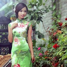 Shop elegant silk cheongsam, traditional Chinese red bridal dresses, sexy modernize Qipao from www.ModernQipao.com. Save 6% by share our products. Floral print green silk satin cheongsam sleeveless summer qipao