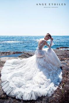 Luxury Wedding Dress, Lace Mermaid Wedding Dress, Dream Wedding Dresses, Wedding Gowns, Wedding Lingerie, Wedding Chair Decorations, Wedding Chairs, Wedding Decor, Bridal Outfits