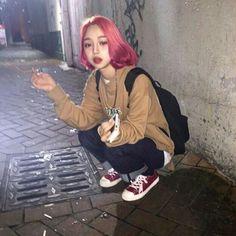 girl, grunge, and korean imageの画像 Soft Grunge Hair, Grunge Girl, Hairstyles With Bangs, Pretty Hairstyles, Ulzzang Korean Girl, Kfashion Ulzzang, Look Girl, Winter Mode, Dye My Hair