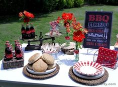 Fuss-Free BBQ Cookout Summer Party Ideas - Delicious recipes, food, drinks, DIY easy table décor ideas and general summer grilling fun! #bbq #summer #grilling #barbecue #cookout #summerparty #backyardparty #4thofjulybbq #4thofjuly