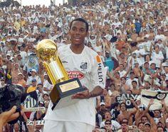 Robinho, levantando a taça Campeão Paulista 2015