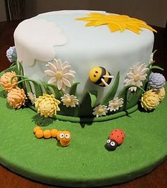 Liv for Cake's bumble bee cake