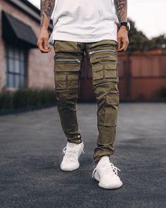 Cargo Pants Outfit, Cargo Pants Men, Khaki Pants, School Fashion, Men's Fashion, Fashion Outfits, Ripped Jeans Men, School Style, Types Of Fashion Styles