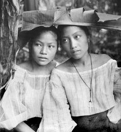 Beautiful Filipinas next to banana trees, Philippines, unknown region, early century Philippines Fashion, Philippines Culture, Philippines People, Manila Philippines, Filipino Culture, Filipino Art, Filipino Fashion, Philippine Women, Filipiniana
