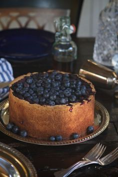 Blueberry Tall Pie with Whole Wheat Brown Sugar Crust >>Chasing Delicious Bakery Recipes, Tart Recipes, Pie Dessert, Dessert Recipes, Tapas, Cupcakes, Sweet Pie, Relleno, Love Food