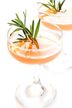 All you need are 3 ingredients -- grapefruit juice, St. Germain (elderflower liquer) and gin -- and 30 seconds to make these refreshing cocktails!