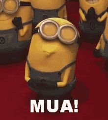 If you're sad Take a look at this minion He is giving you a kiss. If you are not sad Still, take a look at this minion He's giving you a kiss! Amor Minions, Minions Love, My Minion, Minions Quotes, Funny Minion, Happy Minions, Minion Shoes, Minions Cartoon, Minions Images